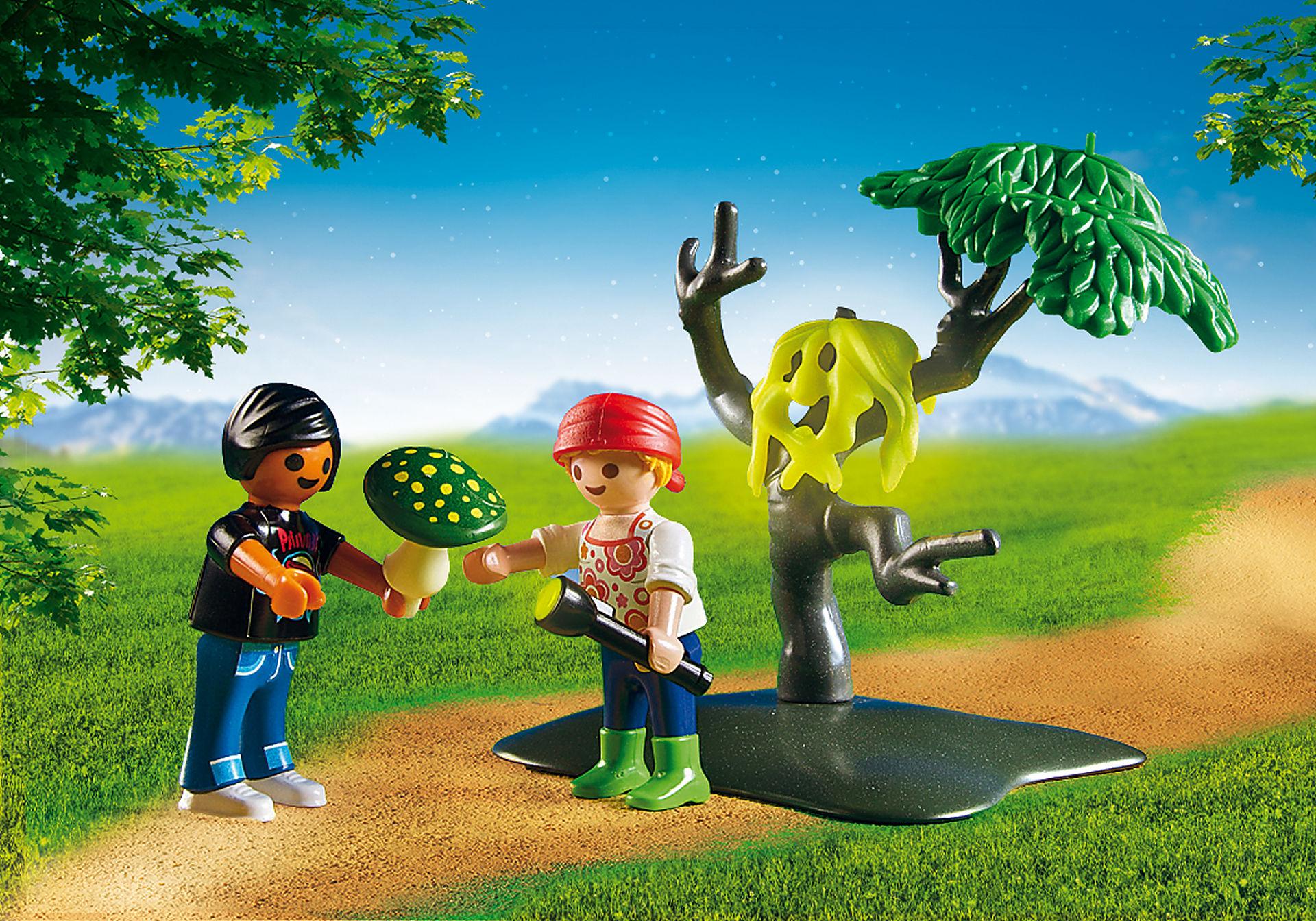 6891 Enfants avec végétation et lampe torche  zoom image5