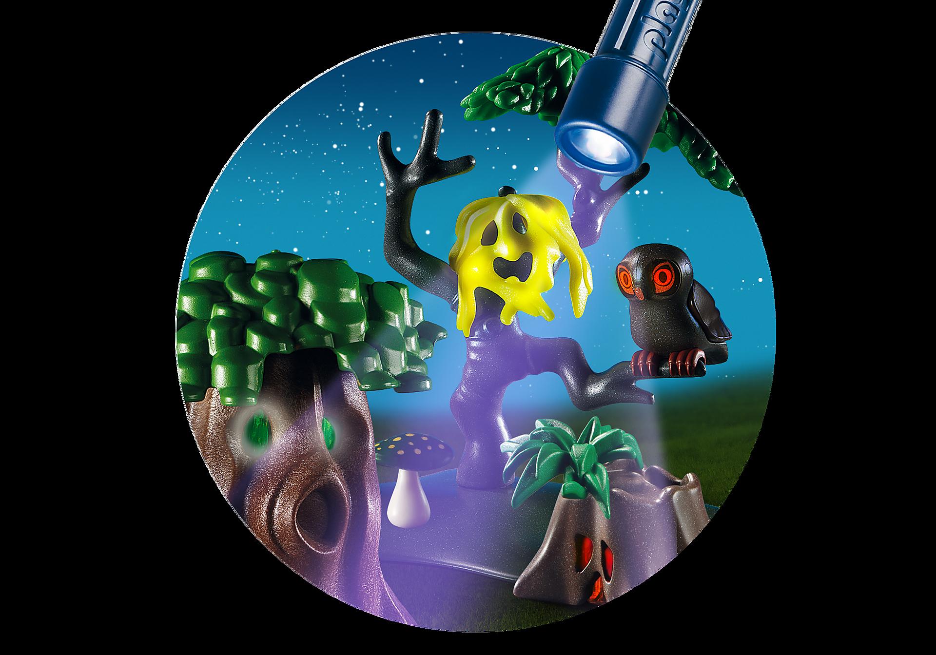 6891 Enfants avec végétation et lampe torche  zoom image7
