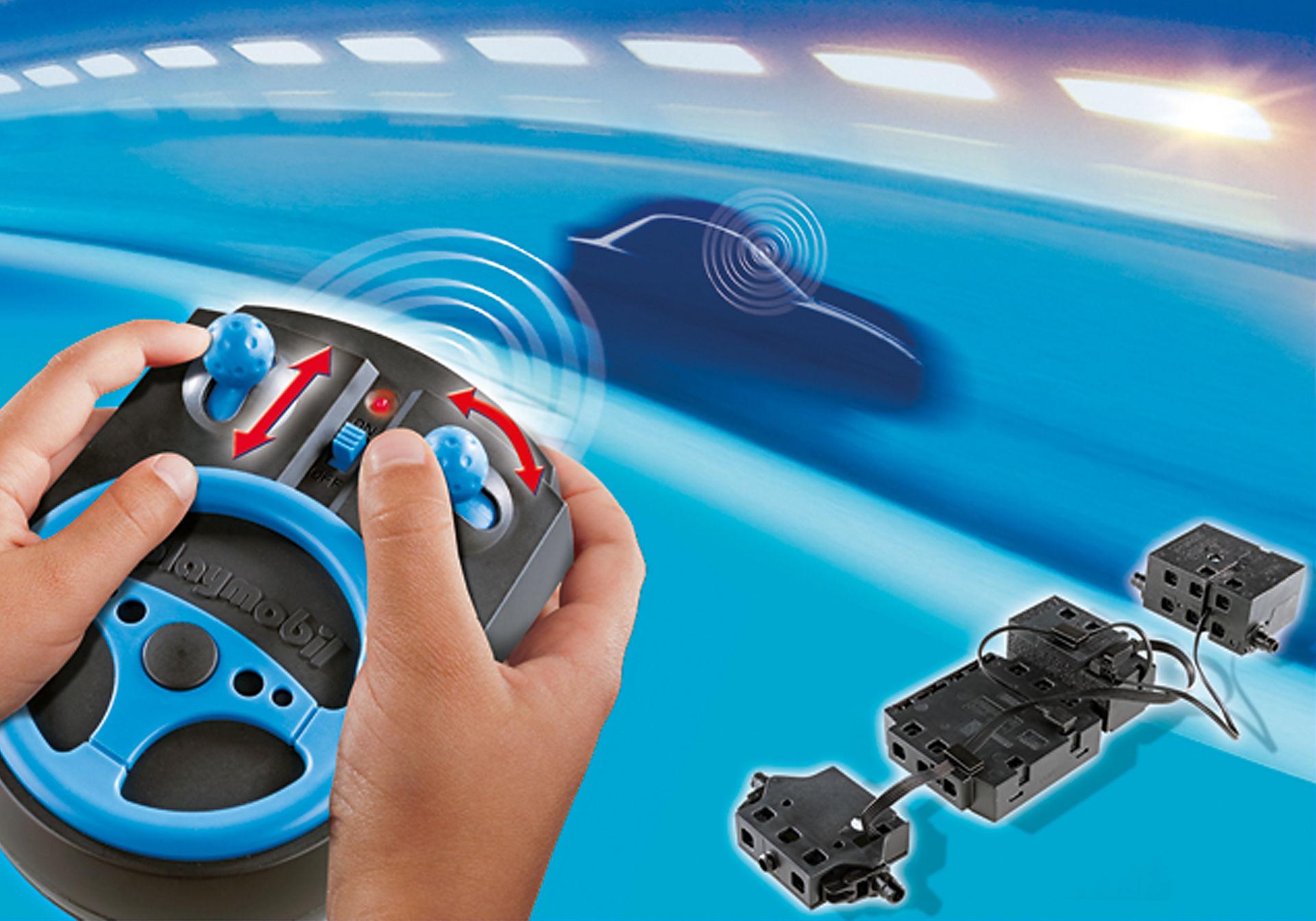 http://media.playmobil.com/i/playmobil/6914_product_extra1/Fjärrkontrollset 2,4 GHz