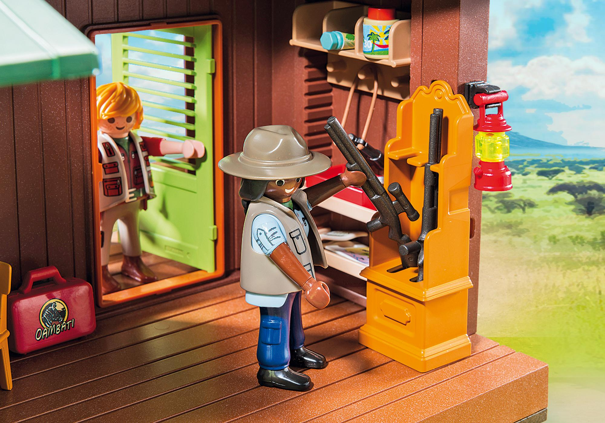 http://media.playmobil.com/i/playmobil/6936_product_extra1/Domek Rangera z hodowlą zwierząt