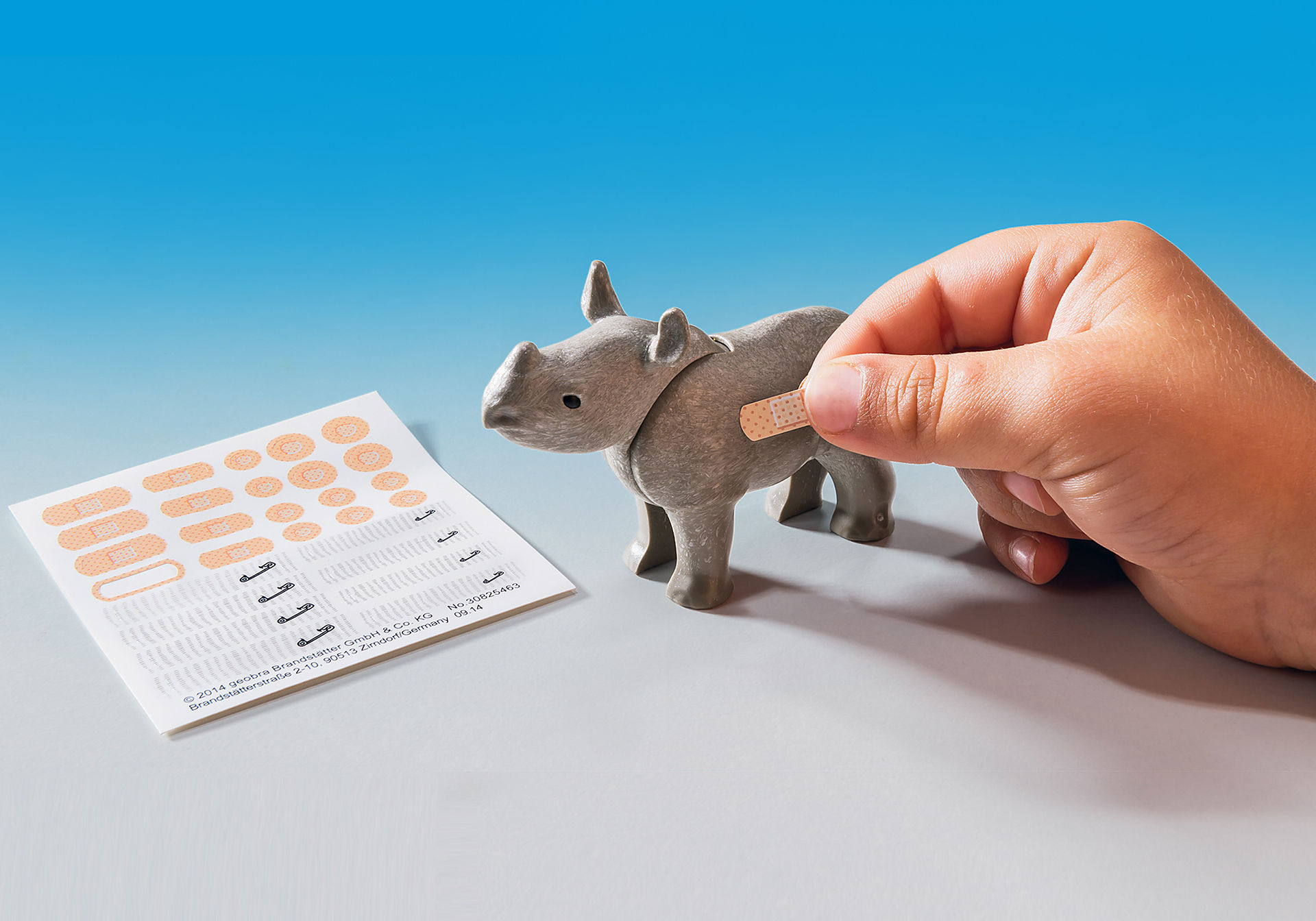 http://media.playmobil.com/i/playmobil/6936_product_extra4/Domek Rangera z hodowlą zwierząt