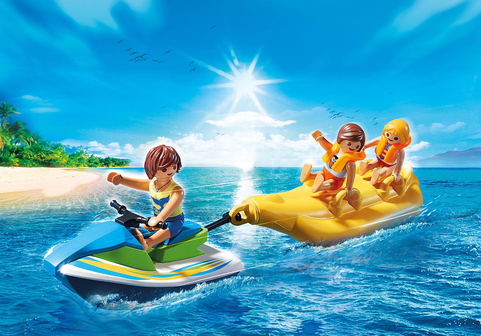 6980 Vacanciers avec scooter des mers et banane zoom image1