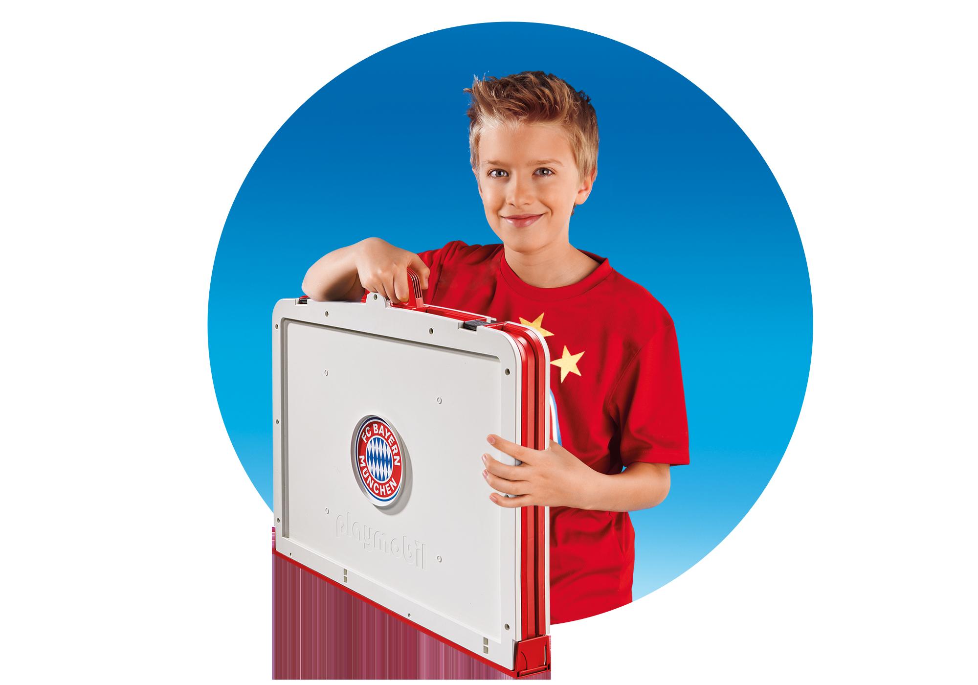 http://media.playmobil.com/i/playmobil/70046_product_extra3/Terrain de football transportable FC Bayern Munich