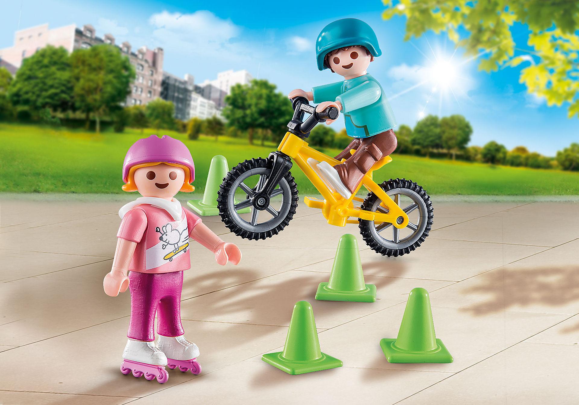 http://media.playmobil.com/i/playmobil/70061_product_detail/Børn med skøjter og cykel