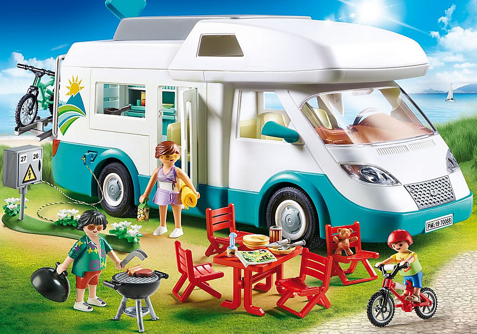70088 Famille et camping-car detail image 1