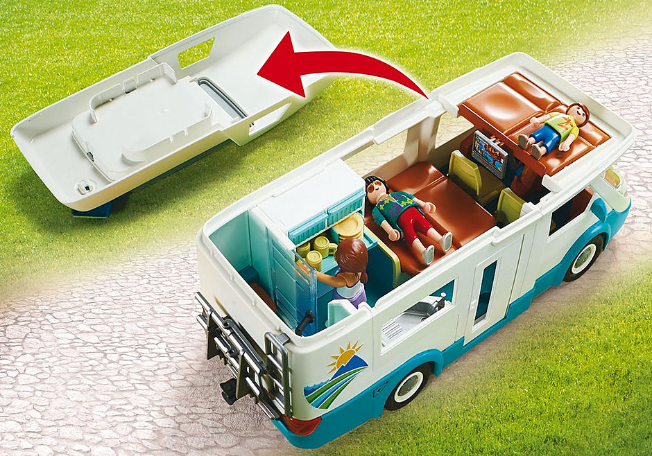 70088 Famille et camping-car detail image 4