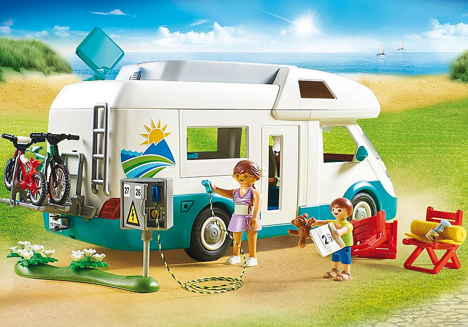 70088 Famille et camping-car detail image 5