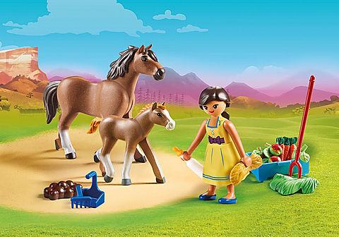 70122 Pru mit Pferd und Fohlen