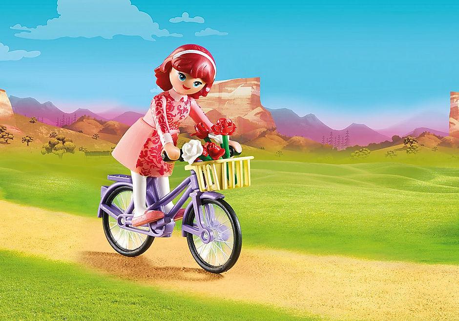 70124 Maricela met fiets detail image 1