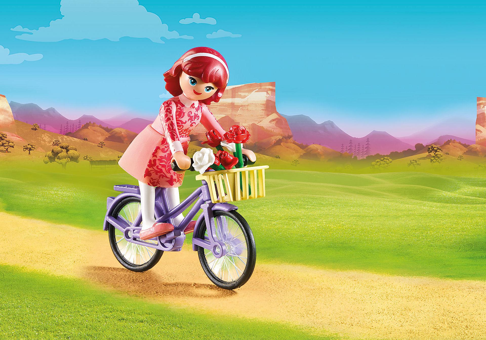 70124 Maricela met fiets zoom image1