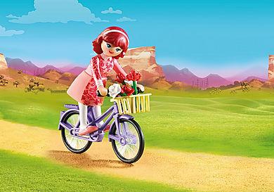 70124 Maricela met fiets