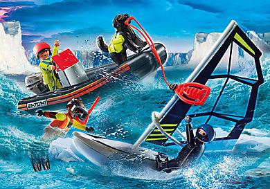 70141 Redding op zee: redding met poolzeiler met rubberen sleepboot
