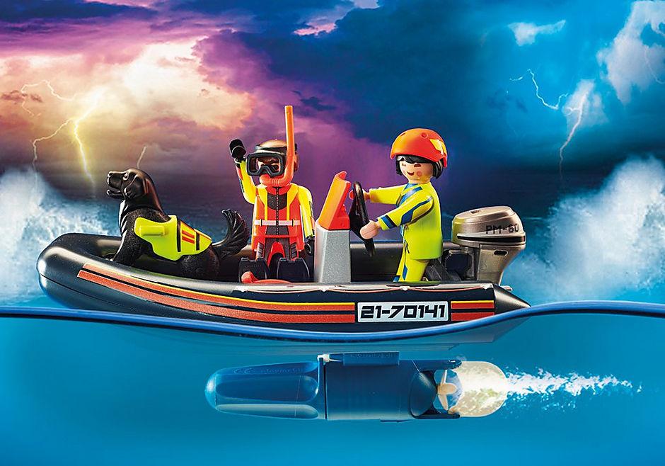 70141 Redding op zee: redding met poolzeiler met rubberen sleepboot detail image 4