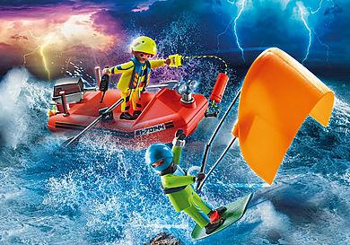 70144 Redding op zee: kitesurfersredding met boot