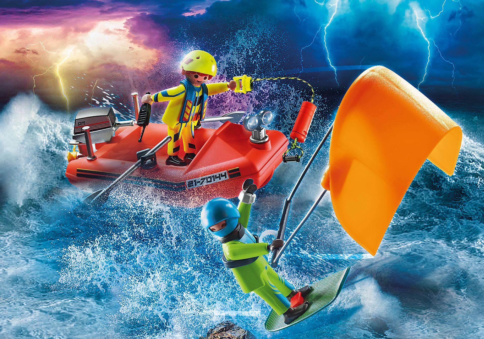70144 Redding op zee: kitesurfersredding met boot zoom image1