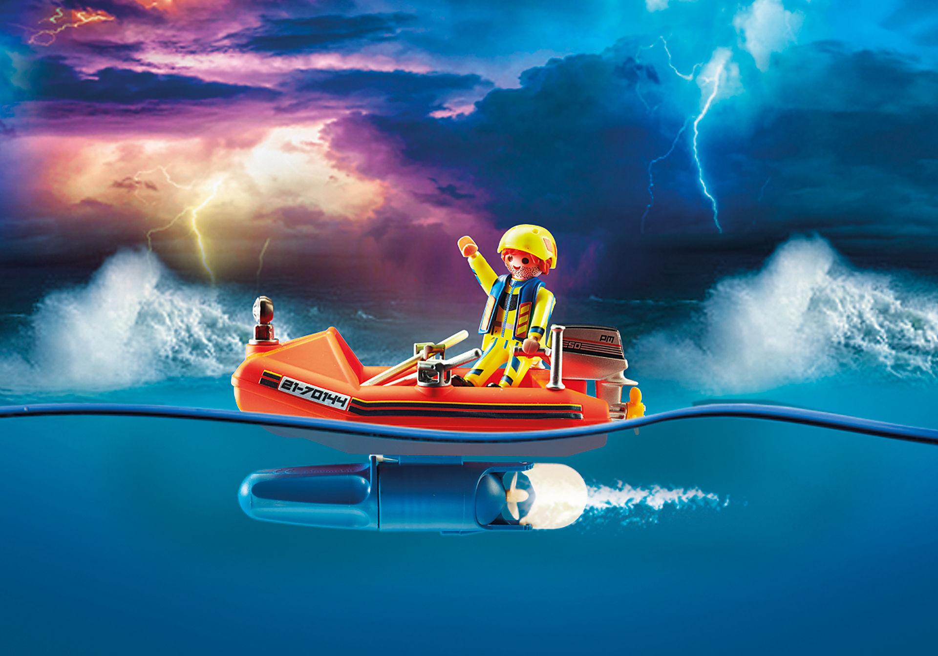 70144 Redding op zee: kitesurfersredding met boot zoom image4