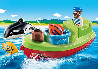 70183 Marynarz z łodzią rybacką