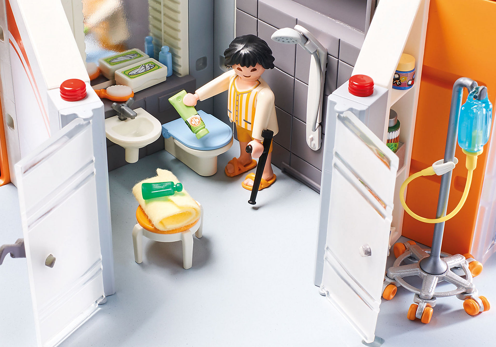 http://media.playmobil.com/i/playmobil/70190_product_extra4/Large Hospital