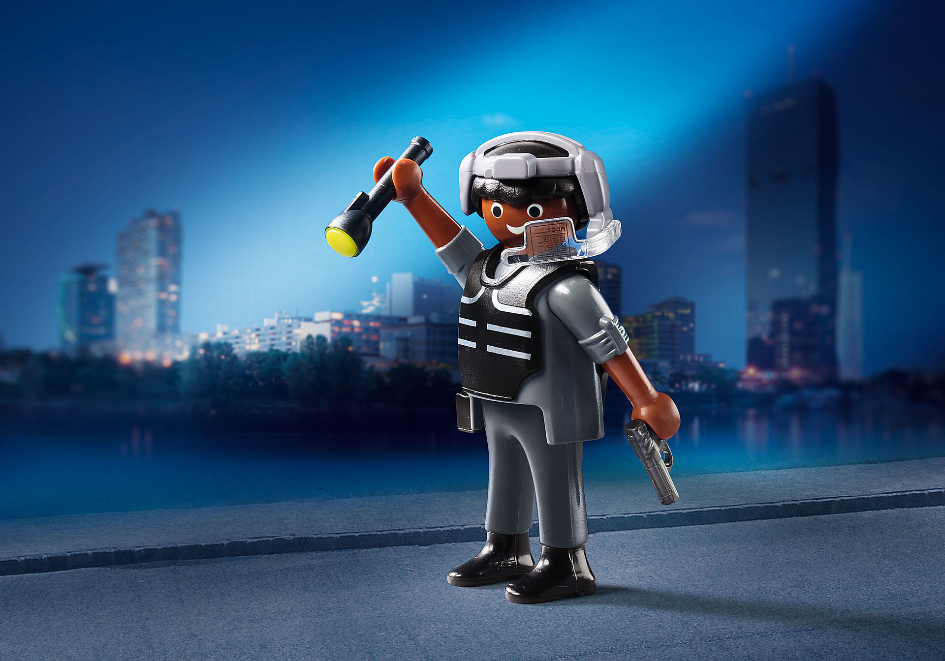 70238 SWAT policeman zoom image1