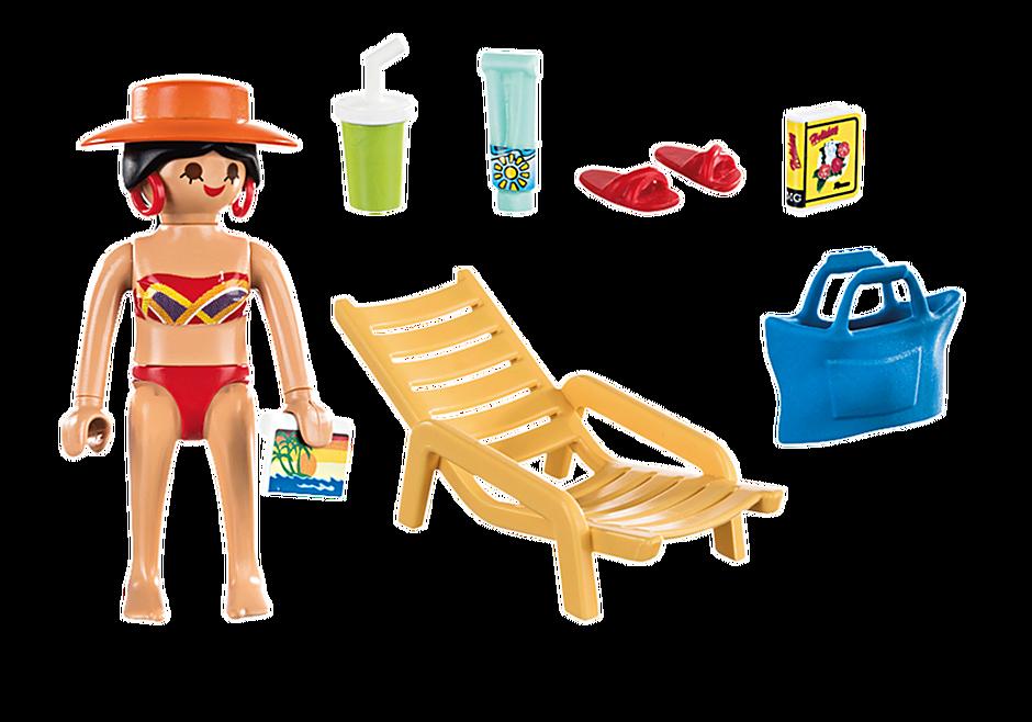 70300 Donna in vacanza con sedia a sdraio detail image 3
