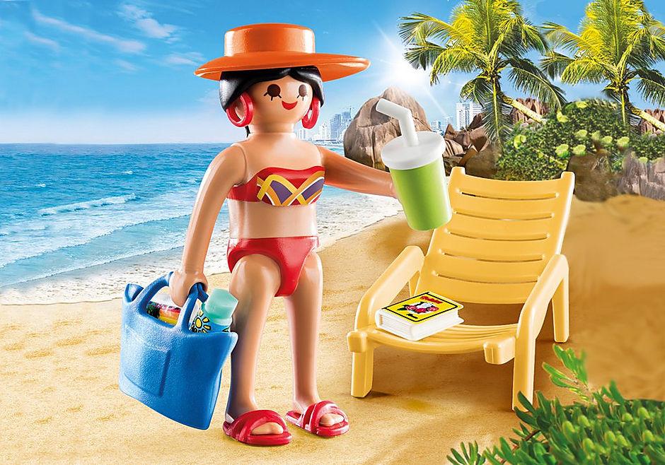 70300 Donna in vacanza con sedia a sdraio detail image 1