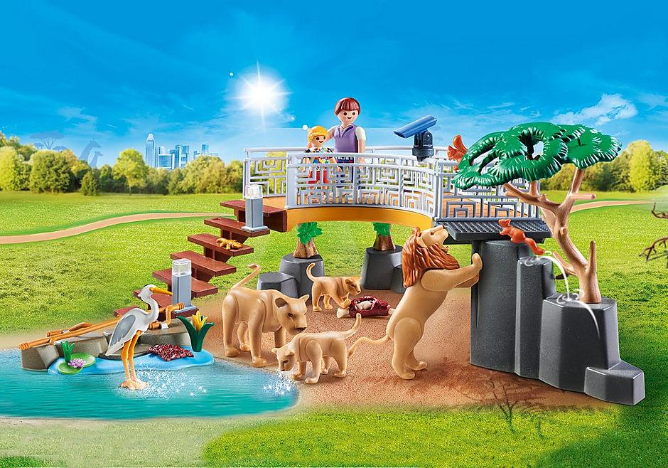 70343 Famille de lions avec végétation detail image 1