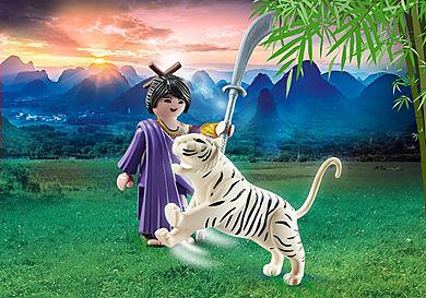 70382 Asiatisk kvindelige kæmper med tiger