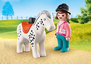 70404 Reiterin mit Pferd