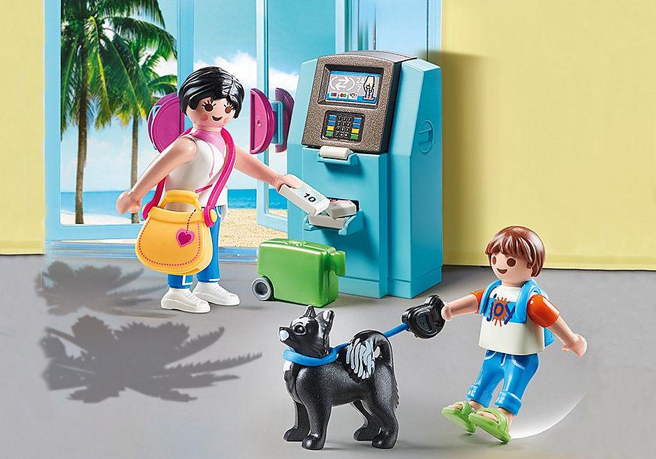 70439 Vakantiegangers met geldautomaat detail image 1