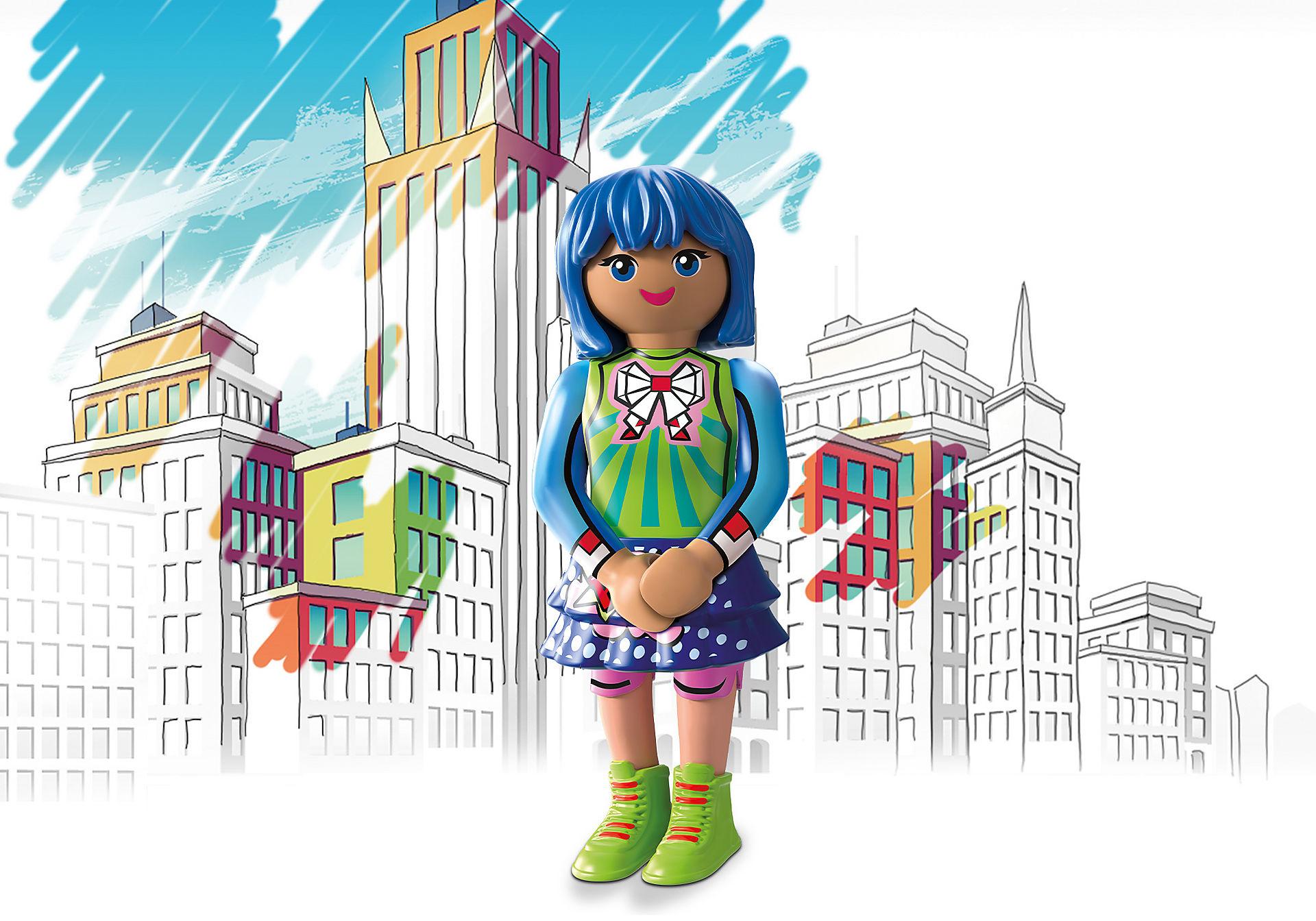 70477 Clare - Comic World zoom image1