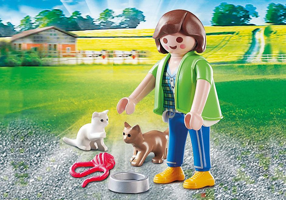 70562 Frau mit Katzenbabys detail image 1