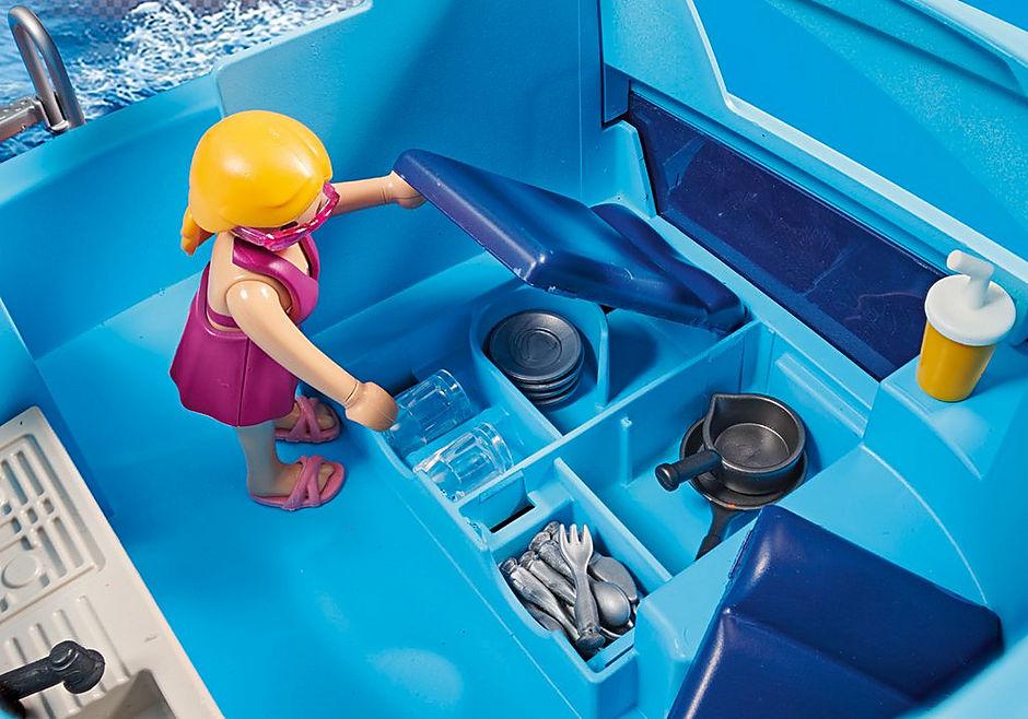 70630 PLAYMOBIL Funpark Yate con moto de agua detail image 6