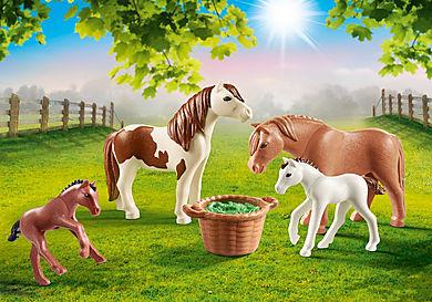 70682 Ponnyhästar med föl