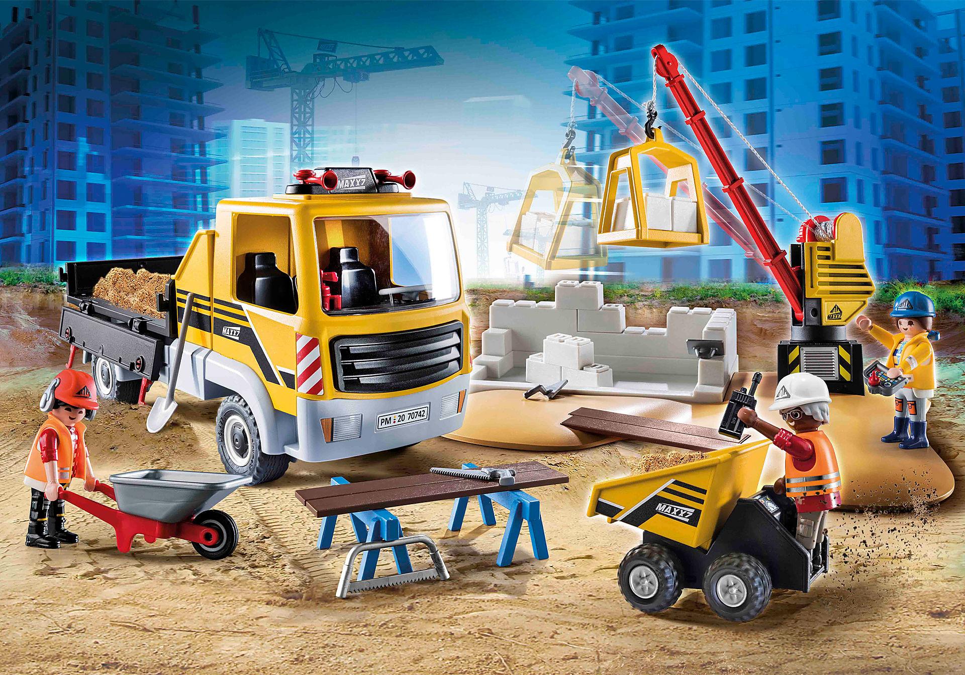 70742 Site de travaux avec camion et ouvriers zoom image1