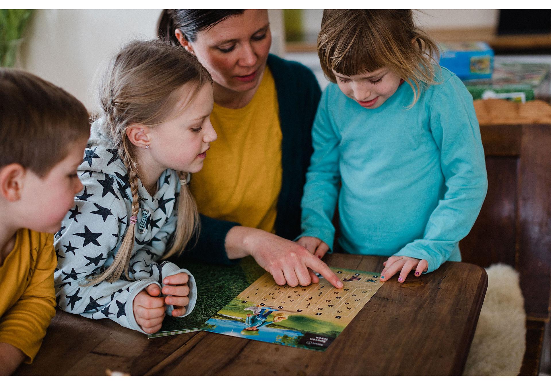 70763 PLAYMOBIL®Box: COUNTRY Das Detektivspiel Das Familienevent zoom image6
