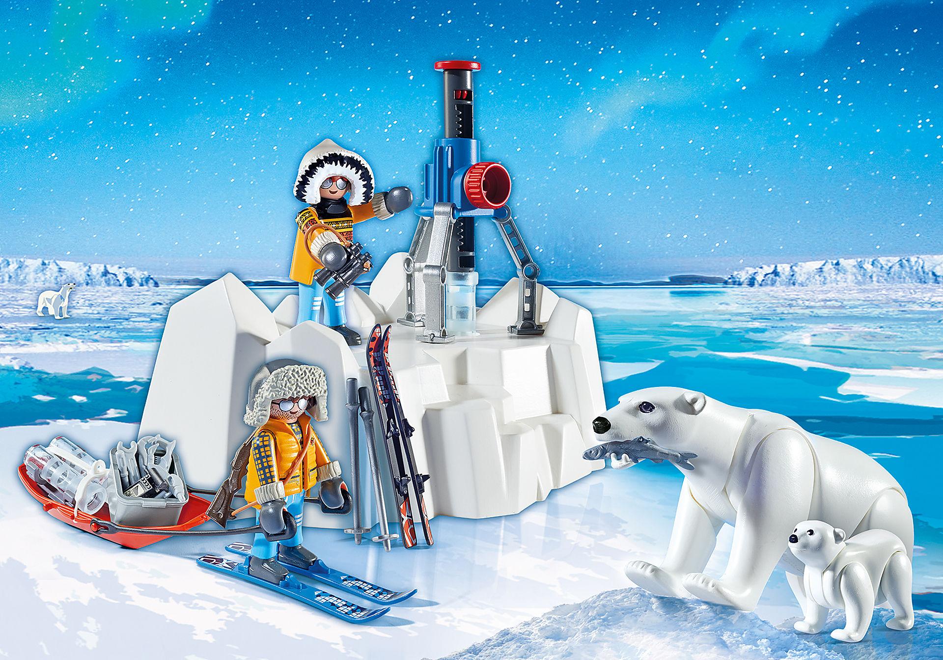 9056 Polarforskare med isbjörnar zoom image1