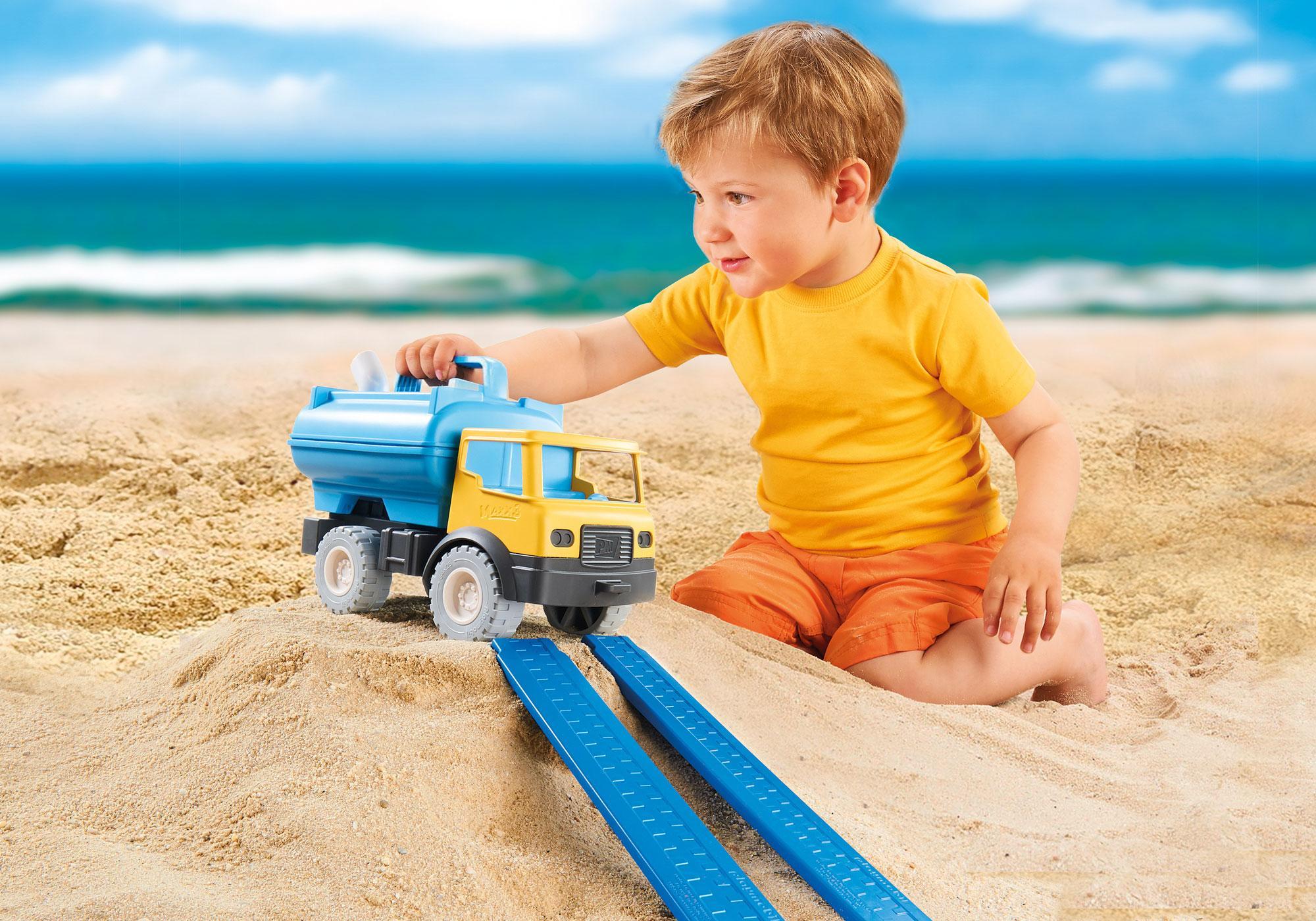 http://media.playmobil.com/i/playmobil/9144_product_extra4/Water Tank Truck