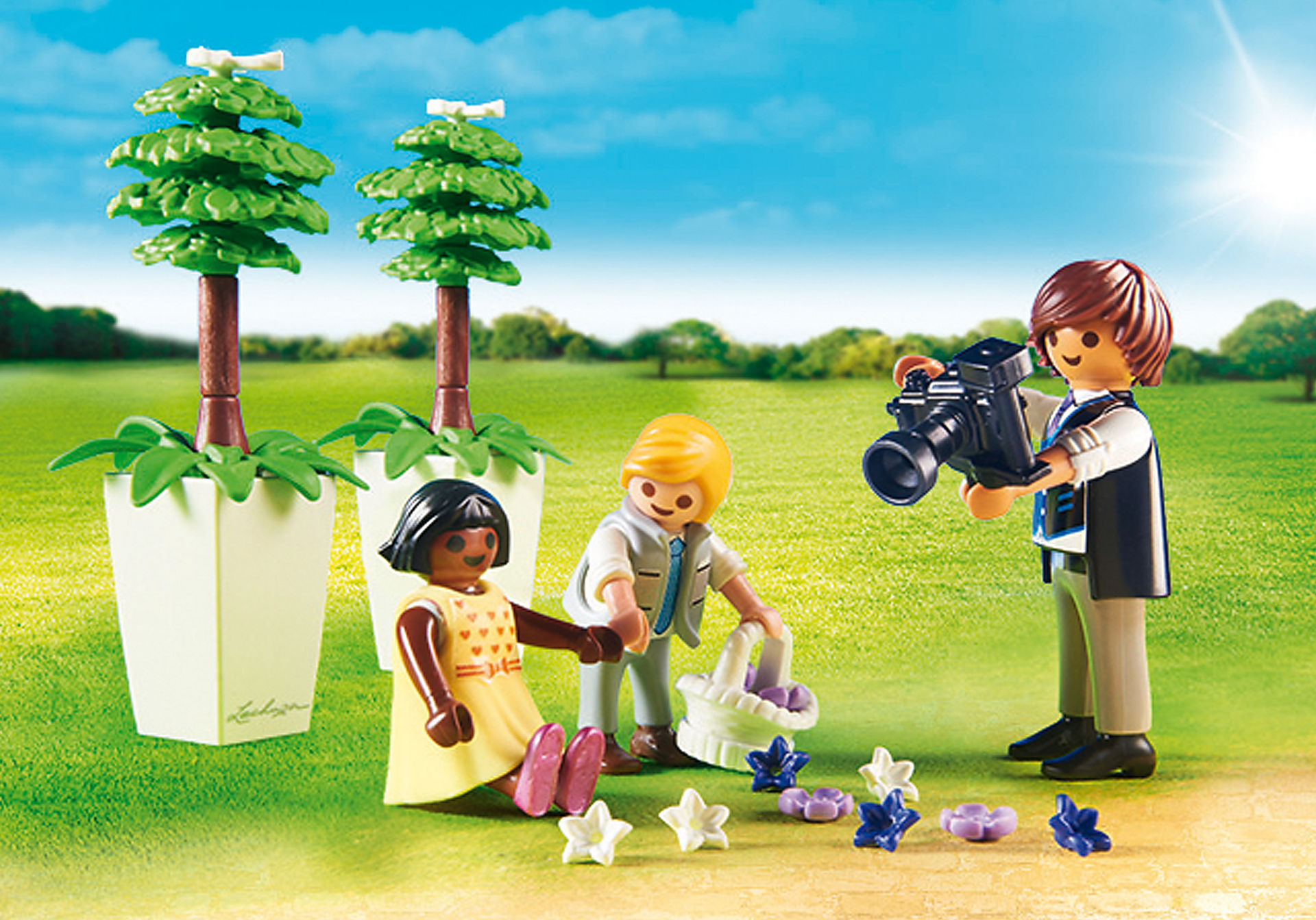 http://media.playmobil.com/i/playmobil/9230_product_extra1/Enfants d'honneur avec photographe