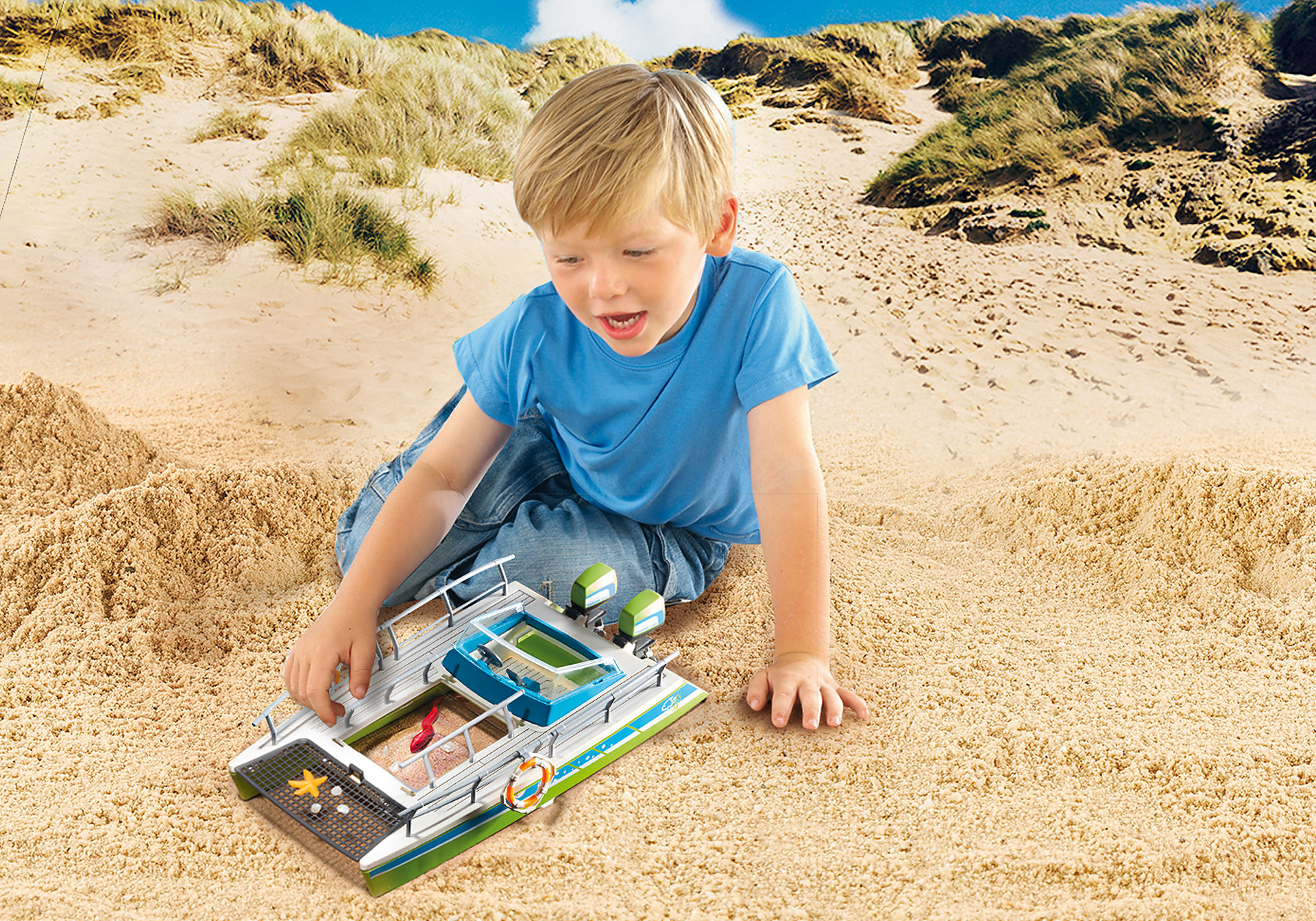 http://media.playmobil.com/i/playmobil/9233_product_extra2/Glass-Bottom Boat with Underwater Motor