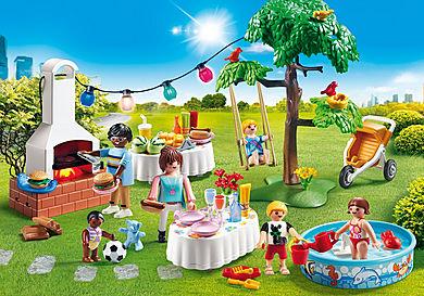 9272 Famille et barbecue estival