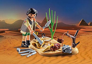9359 Αρχαιολόγος με εργαλεία ανασκαφής