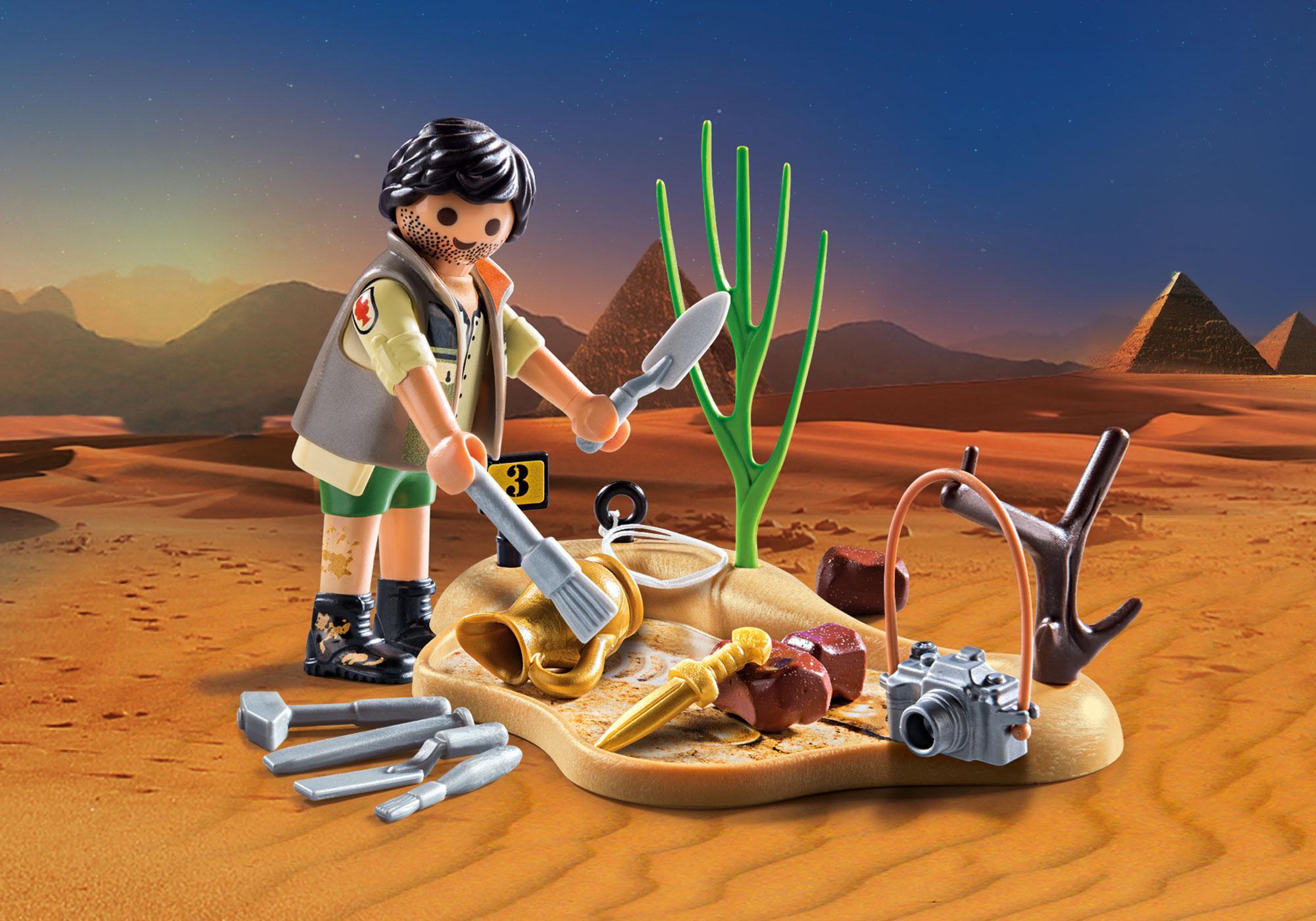 9359_product_detail/Αρχαιολόγος με εργαλεία ανασκαφής
