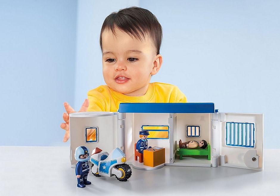 http://media.playmobil.com/i/playmobil/9382_product_extra1/Polisstation att ta med