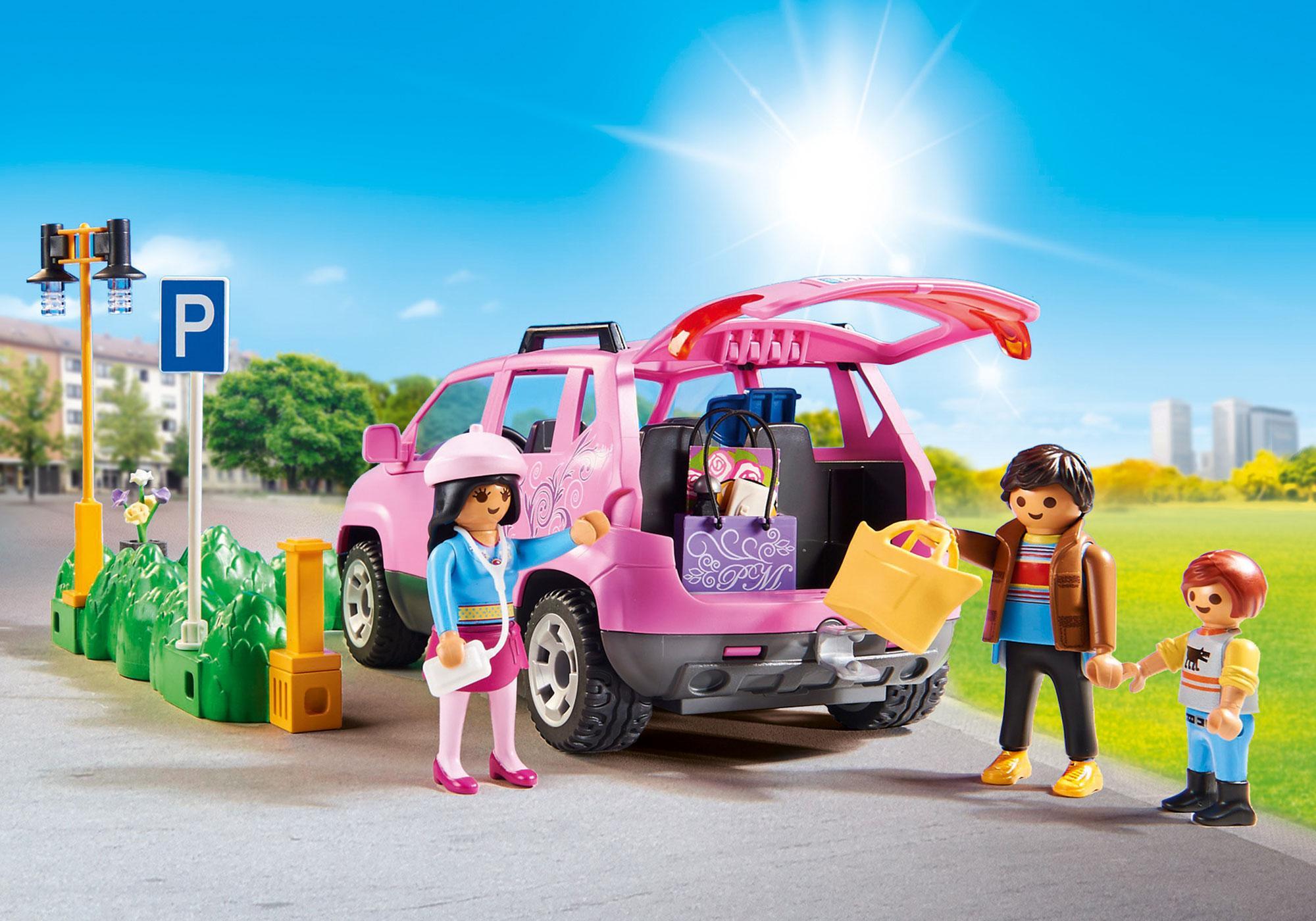 http://media.playmobil.com/i/playmobil/9404_product_extra1/Famiglia al parcheggio dell'outlet