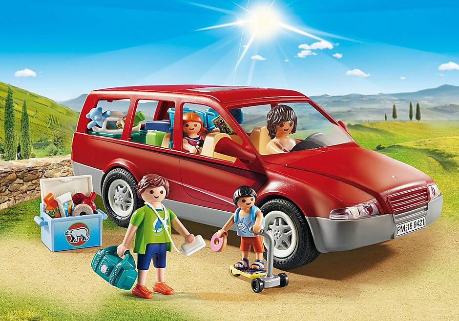9421 Famille avec voiture  detail image 1