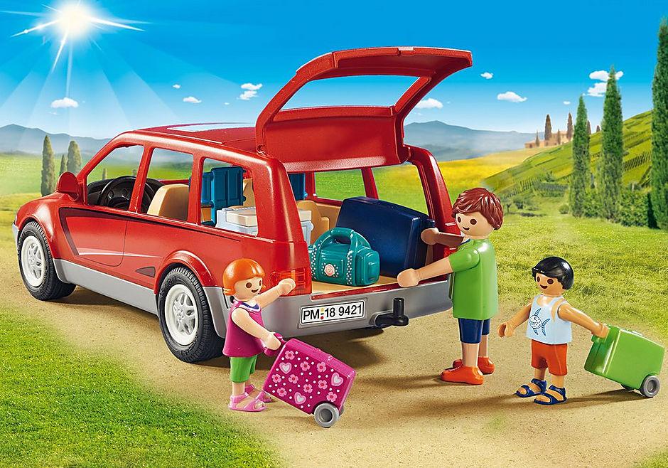 9421 Famille avec voiture  detail image 5