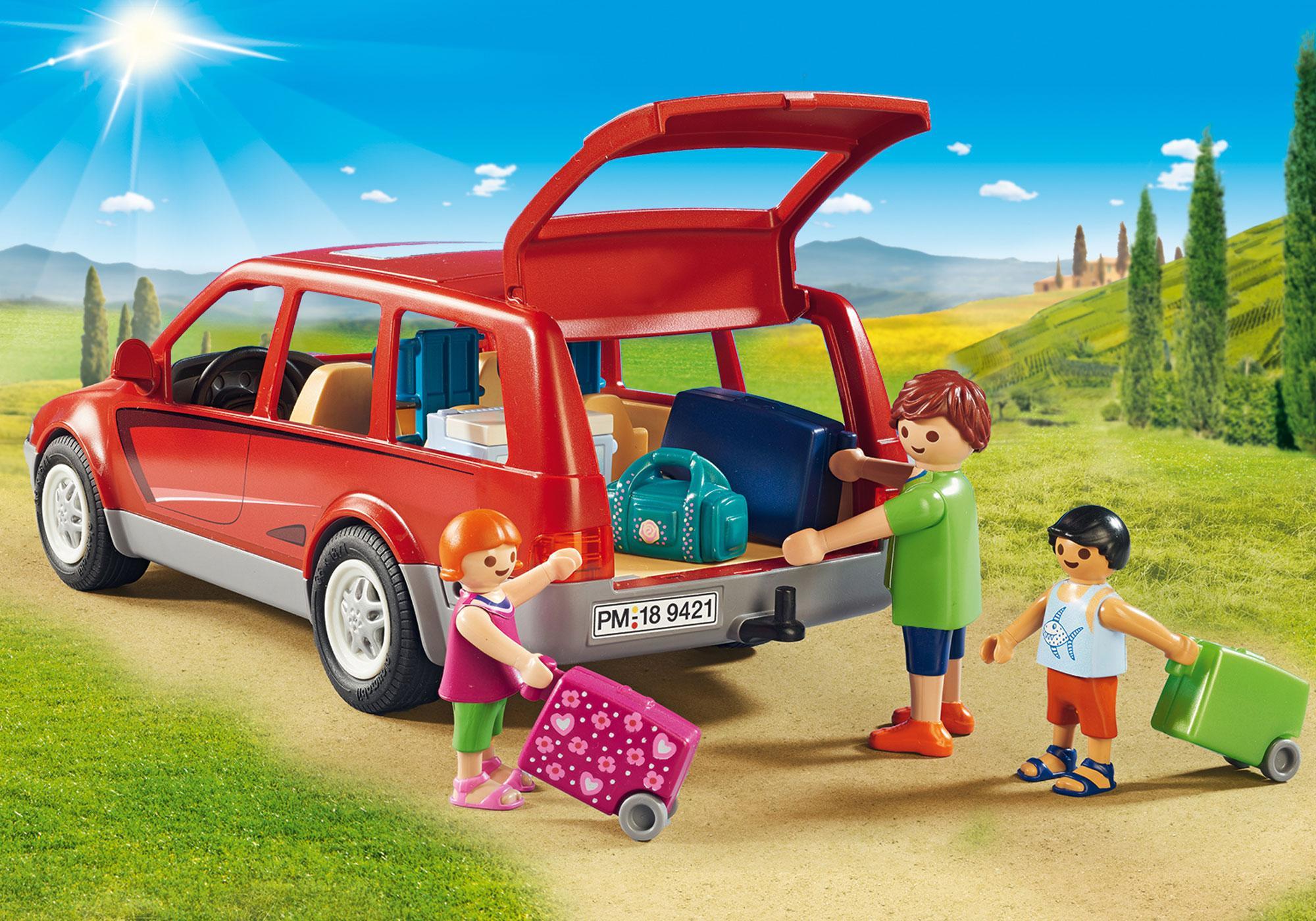 http://media.playmobil.com/i/playmobil/9421_product_extra1/Samochód rodzinny