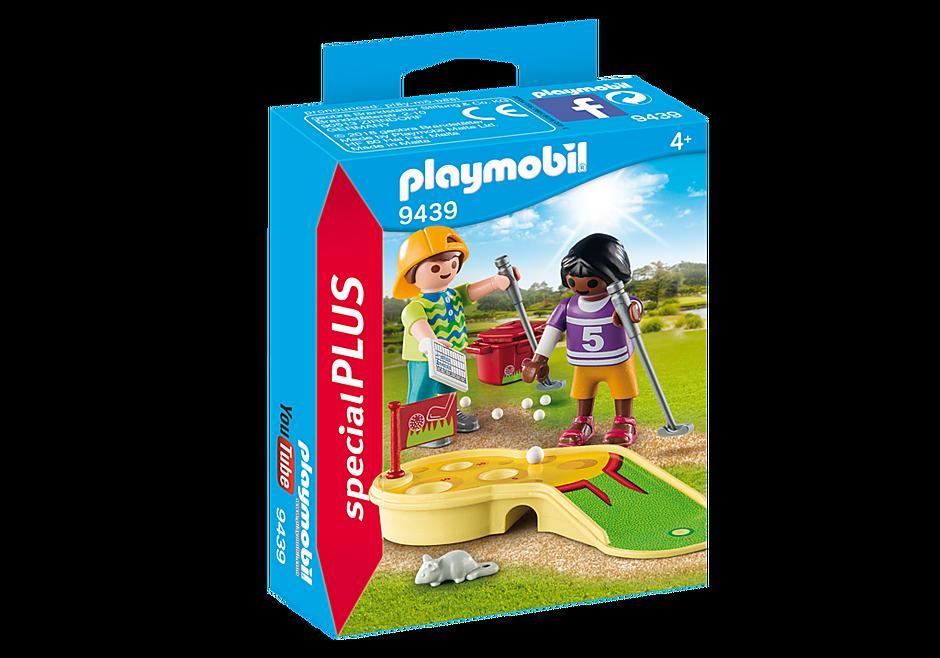 9439 Kinder beim Minigolfspiel detail image 3