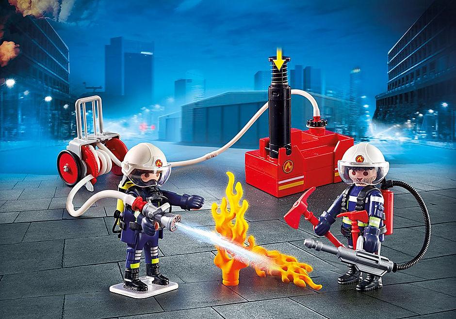 9468 Brandmænd med vandpumpe detail image 1