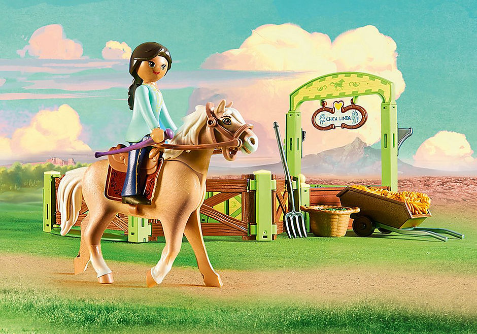 9479 Pru & Chica Linda with Horse Stall detail image 4